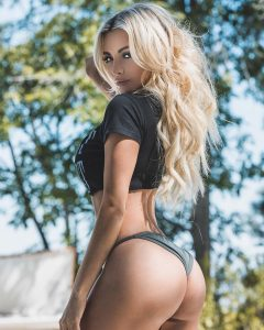 Lindsey Pelas is not a stripper in Las Vegas
