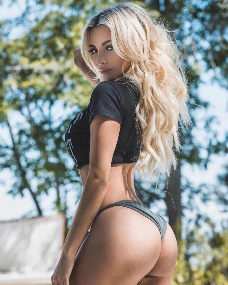 Lindsey Pelas is not a stripper in Las Vegas