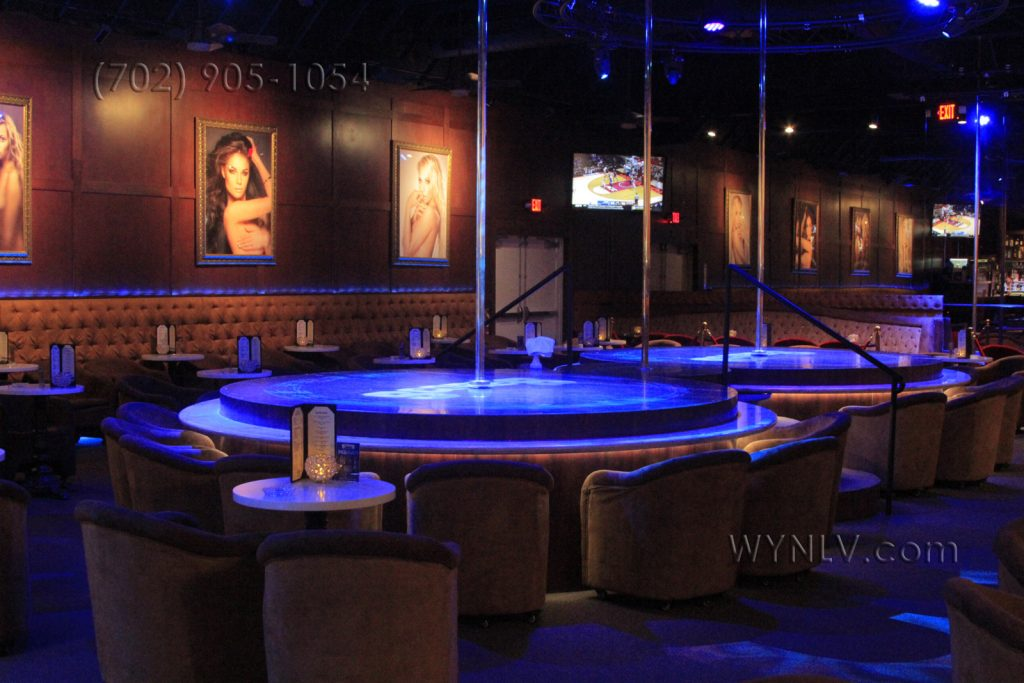 Main stages at Scores stripclub with stipper poles